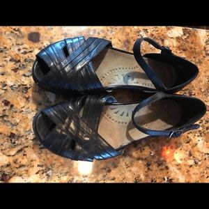 Earth open toe sandals size 8B